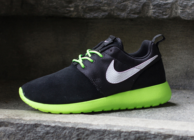 nike-roshe-run-gs-black-neon-1