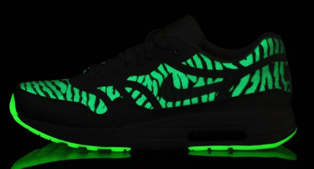 nike-air-max-1-premium-tape-glow-in-the-dark-06-570x306