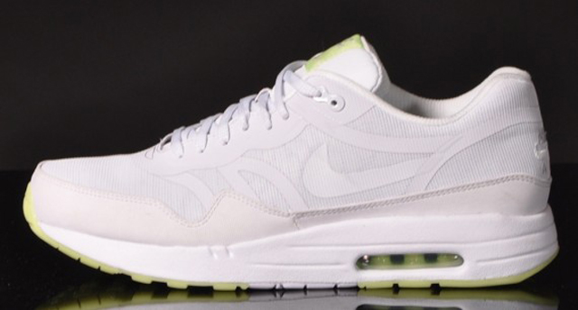 nike-air-max-1-premium-tape-glow-in-the-dark-07-570x306