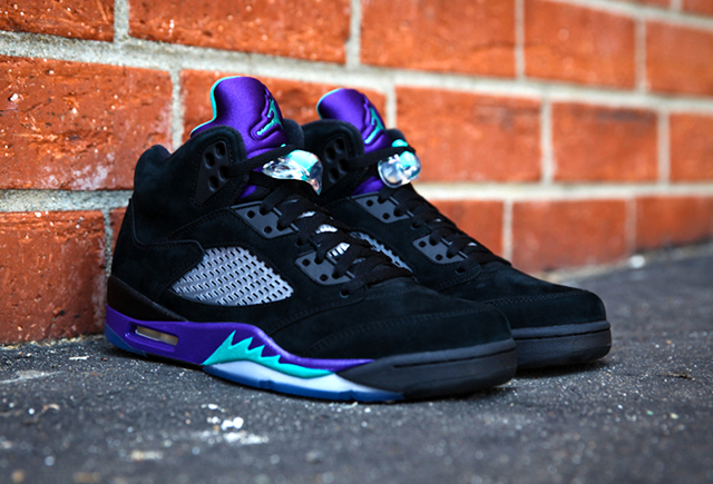 closer-look-into-the-jordan-5-black-grape-retro-04